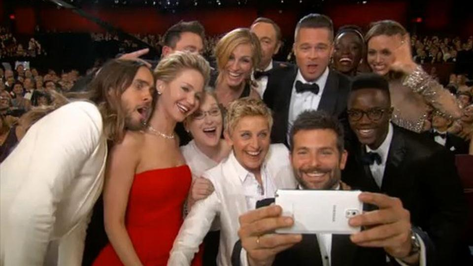 next-level ads marketing by Samsung - the picture from Oscar gala featuring Hollywood stars